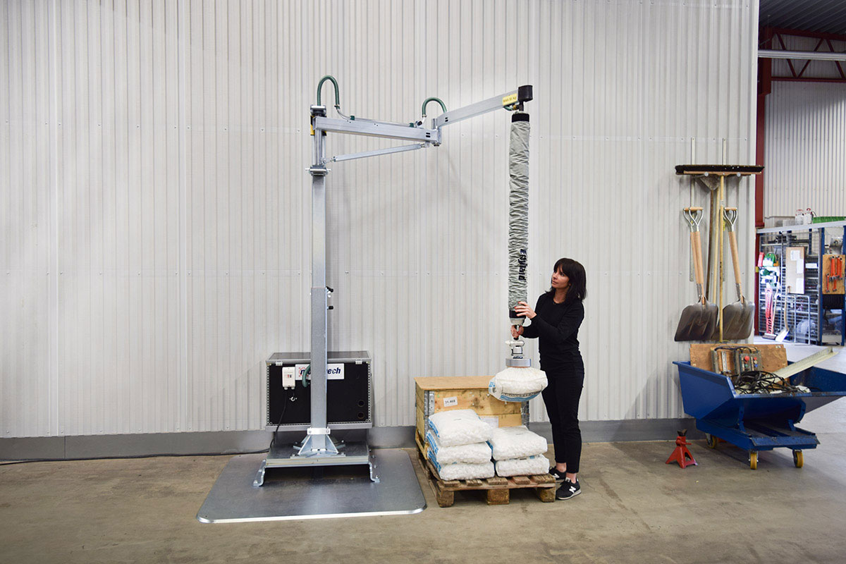 Movomech-vacuum-lifter-Easyhand-T-sack-lifting_1200